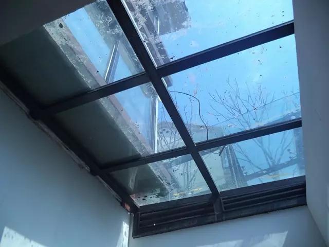 地下室采光窗