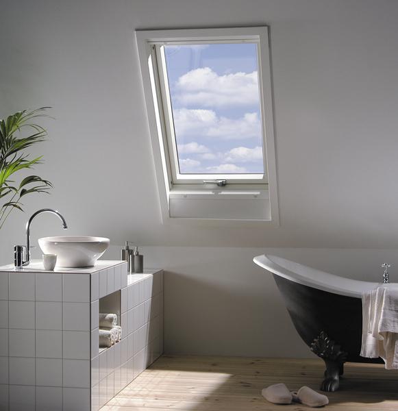 在斜屋顶装天窗装什么好?耐腐防白蚁塑钢天窗给你眼前一亮!【FAKRO法克罗斜屋顶天窗】